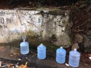 Bica no Banco da Vitória tem sido alternativa para água salgada (Foto Blog do Thame).
