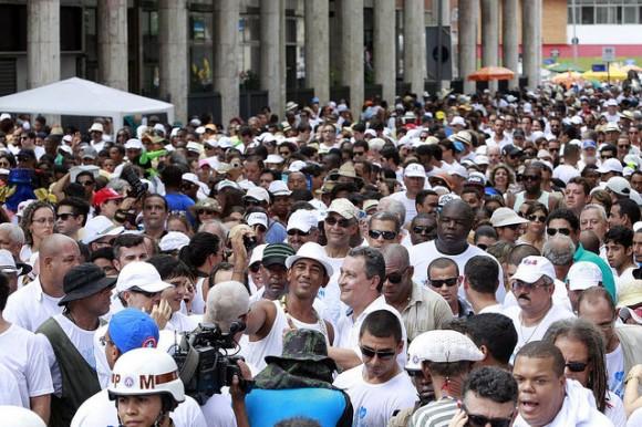 Rui tira selfie em meio à multidão na Lavagem do Bonfim (Foto Mateus Pereira/GovBA).