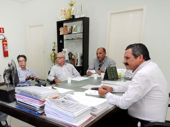 Dirigentes da Emasa em reunião com o prefeito Vane do Renascer (Foto Lucas França).