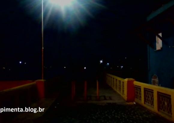 Totalmente às escuras, Ponte Góes Calmon liga o Conceição ao centro da cidade (Foto Pimenta).