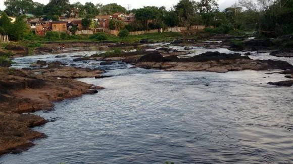 Rio Almada recupera vazão gradualmente (Foto Ecivaldo Nascimento/FB).