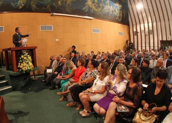 Rui Costa na abertura dos trabalhos da Alba nesta segunda (Foto Manu Dias).