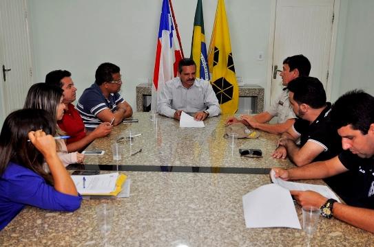 Prefeito se reuniu com autoridades da área da segurança (foto Wilson Oliveira)