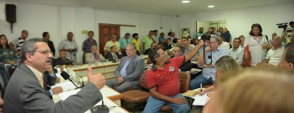 Prefeito diz, na Câmara, que não haverá privatização da Emasa (Foto Pedro Augusto).
