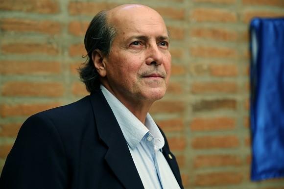 Naomar Almeida é um dos autores do artigo.