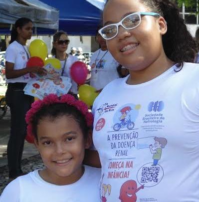 As irmãs Ívia e Yuni participaram das ações do Dia Mundial do Rim.