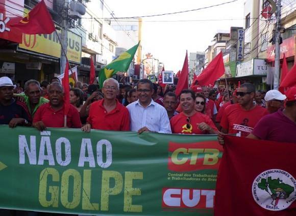 Vereadores e sindicalistas participaram de ato em Itabuna (Foto Pimenta).