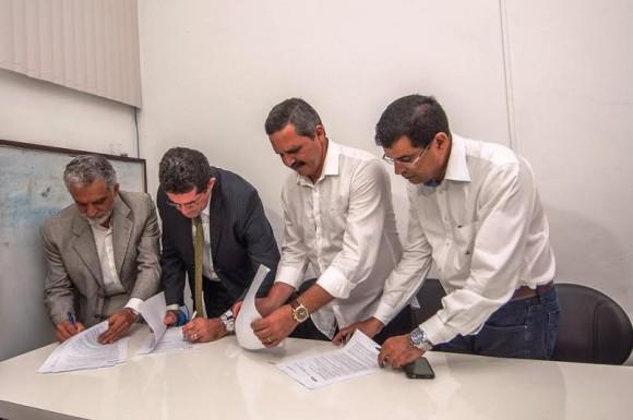 Bicalho, Nascimento, Vane e Davidson assinam convênio (Foto Lucas França).