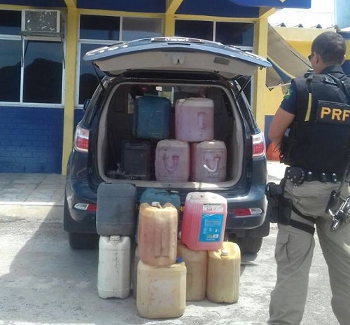 Patrulheiros da PRF fizeram apreensão do produto (Foto PRF).