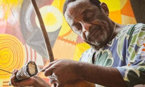 Monstro da percussão mundial, Naná Vasconcelos lutava contra câncer (Foto JC Imagem).