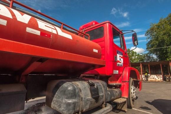 Prefeitura contratou mais 15 carros-pipa para atender os bairros de Itabuna (foto Lucas França/Ascom-PMI)