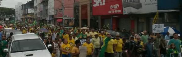 Centenas foram para a Avenida do Cinquentenário no protesto de hoje.