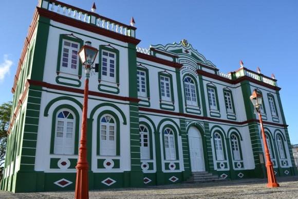 Sede da Prefeitura de Canavieiras, que adota novo expediente (Foto Wagnevilton Ferreira).