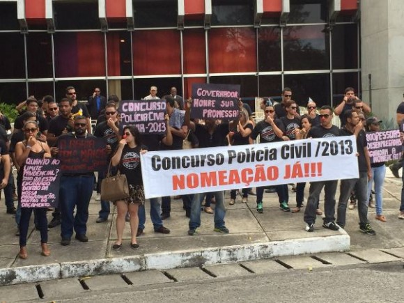 Aprovados em concurso da Polícia Civil comemoram lei que alivia o limite prudencial do governo