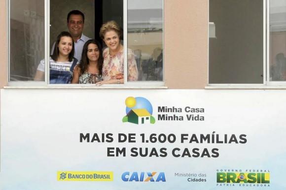 Ao lado de Rui Costa, Dilma alfineta oposição sem-voto (Foto Mateus Pereira).