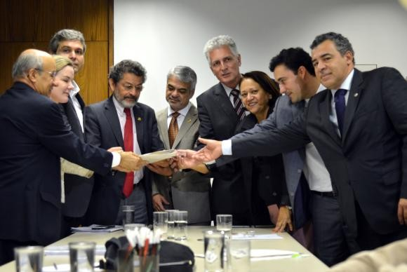 Senadores reunidos na liderança do PT tratam das contas de Anastasia (Foto Antonio Cruz/Ag. Brasil).
