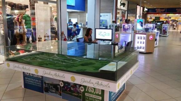 Estande no Jequitibá expõe dimensões de projeto imobiliário.