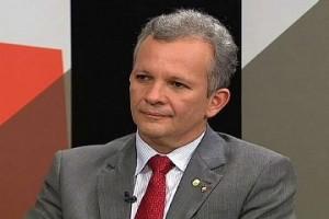 Ministro das Comunicações diz que governo não vai abrir mão da internet ilimitada