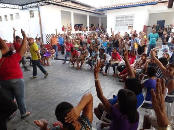 Assembleia que decidiu fim da greve dos servidores, hoje (Foto Divulgação).