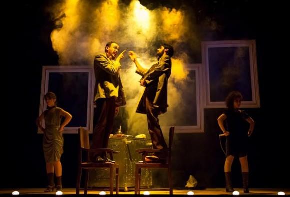 Encenação de Circo Negro, peça da CiaSenhas de Teatro (Foto Maringas Maciel).