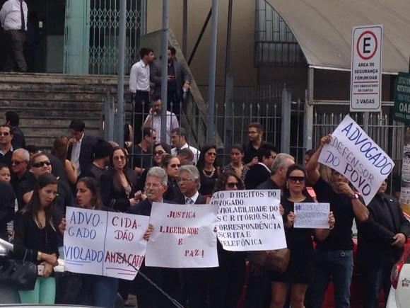 Advogados protestam pela liberação de advogado (Foto Daniel Thame).