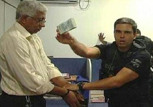 Coronel Santana quando foi preso em flagrante por policiais civis.