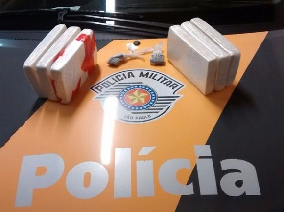 Os seis quilos de drogas apreendidos pela polícia (Reprodução G1).