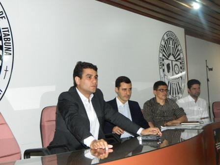 Provedor fala sobre a crise durante entrevista coletiva