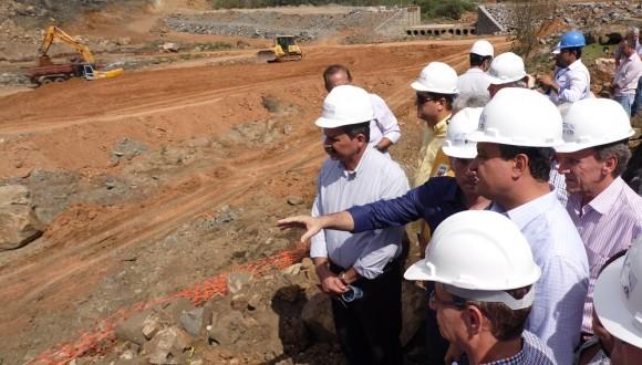 Rui visita obras de barragem em dia que anunciou proposta (Foto Pimenta).