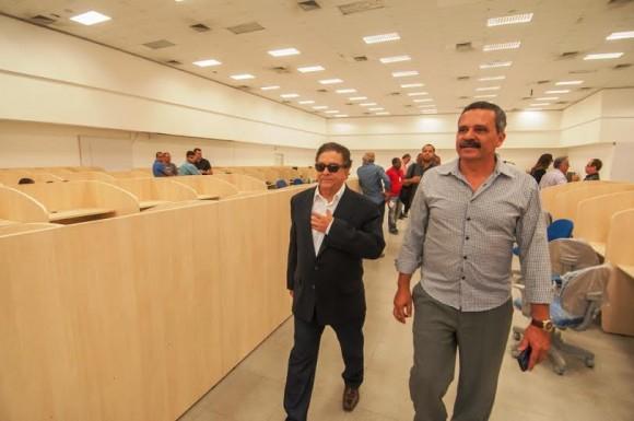 Bartolomeu Brito, da Tel, e o prefeito Vane em visita à unidade na J.S. Pinheiro (Foto Gabriel Oliveira).