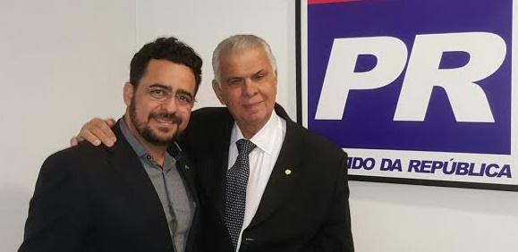 Roberto José ao lado do presidente do PR-BA, José Carlos Araújo.