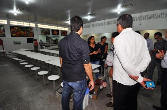 Vane vistoriou obras de reforma do restaurante central (Foto Wilson Oliveira).