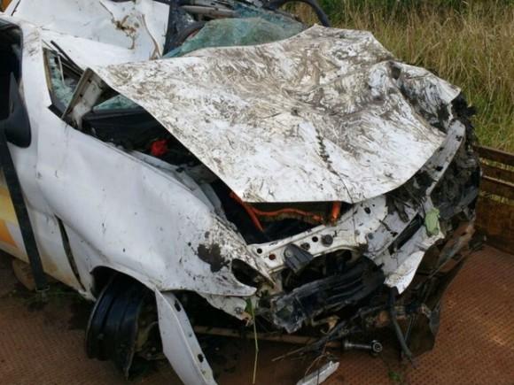 Carro ficou destruído ao despencar de ponte na BR-101 (Foto Giro em Ipiaú).