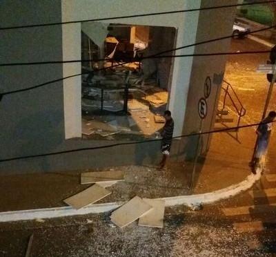 Bandidos explodiram agência do BB no sudoeste baiano (Reprodução Blog do Anderson).