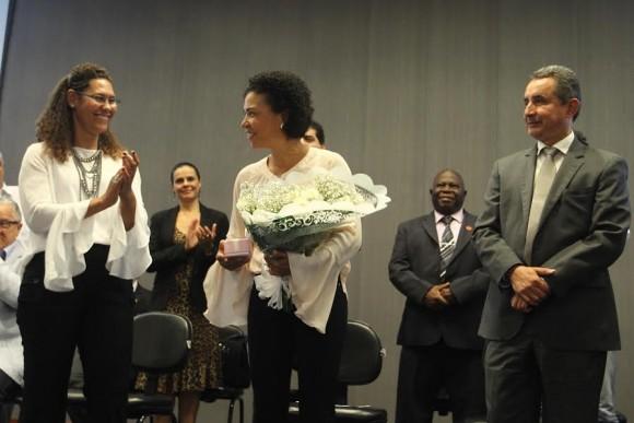 Fabya Reis substitui Vera Lúcia Barbosa, homenageada na despedida.