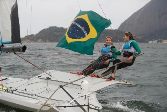 Martine Grael e Kahena Kunze faturaram o ouro na vela nesta quinta (Foto Fernando Frazão/Agência Brasil).