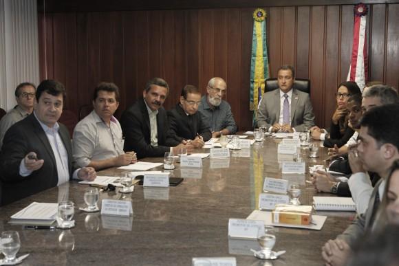 Rui Costa coordena reunião para tratar do saneamento básico de Itabuna (Foto Mateus Pereira).