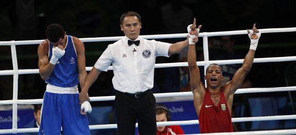 Baiano Robson Conceição, de vermelho, fatura ouro no boxe (Foto Fernando Frazão/Agência Brasil).