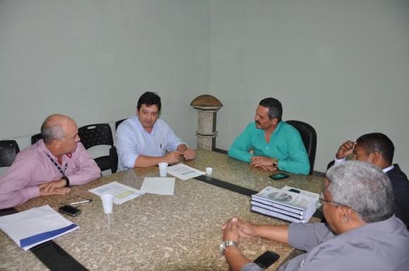 Cedraz apresentou proposta final a Vane em reunião na prefeitura.
