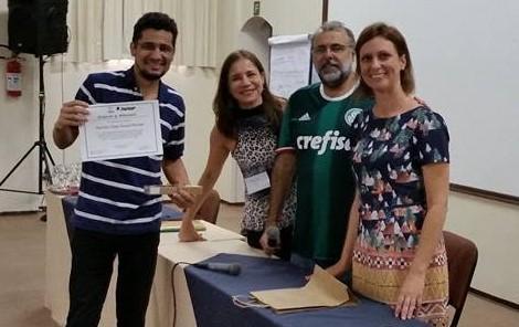 Ramiris, à esquerda, teve trabalho premiado em evento internacional.