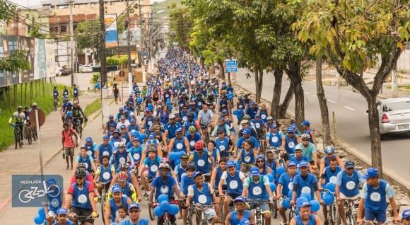 """""""Pedalada"""" reuniu centenas de ciclistas em Itabuna, ontem (Foto Pedro Augusto)."""