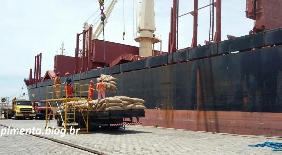 Indústrias instaladas em Ilhéus importaram volumes mensais de cacau de Gana.