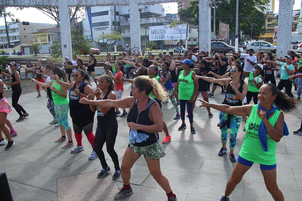 PROJETO VIDA SAUDÁVEL PRESTA HOMENAGEM ÀS MULHERES EM AULÃO NA BEIRA-RIO