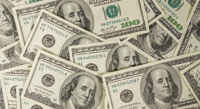 DÓLAR TEM MAIOR ALTA MENSAL DESDE MARÇO DE 2020 E FECHA EM R$ 5,47