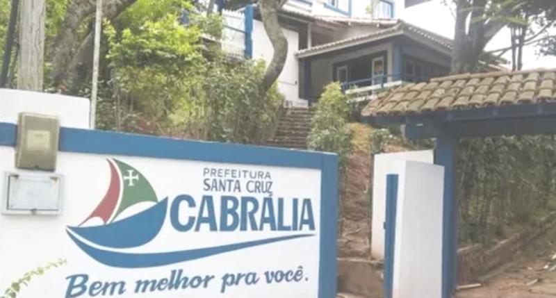 PREFEITO DE SANTA CRUZ CABRÁLIA DISPENSA QUASE 400 CONTRATADOS