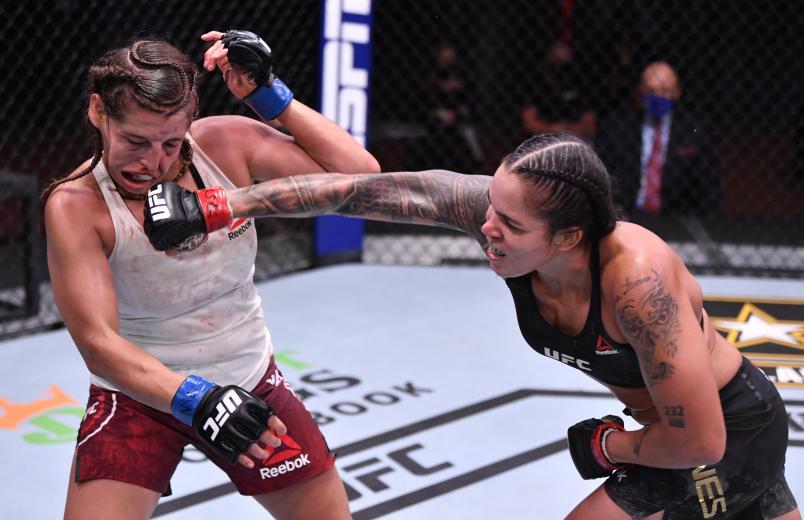 BAIANA AMANDA NUNES DERROTA CANADENSE E ENTRA PARA HISTÓRIA MUNDIAL DO UFC