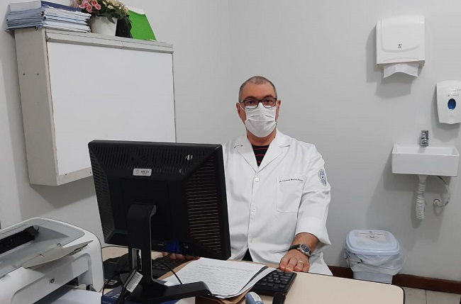 MÉDICO ALERTA PARA SINTOMAS E DIAGNÓSTICO PRECOCE DE CÂNCER DE CABEÇA E PESCOÇO
