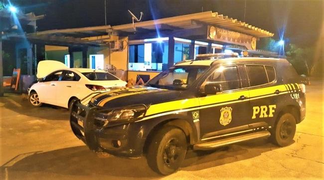 POLÍCIA APREENDE CARRO ROUBADO QUE SEGUIA DE EUNÁPOLIS PARA UBAITABA