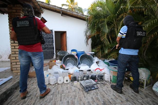 POLÍCIA APREENDE MEIA TONELADA DE COCAÍNA E DESATIVA LABORATÓRIO NA BAHIA