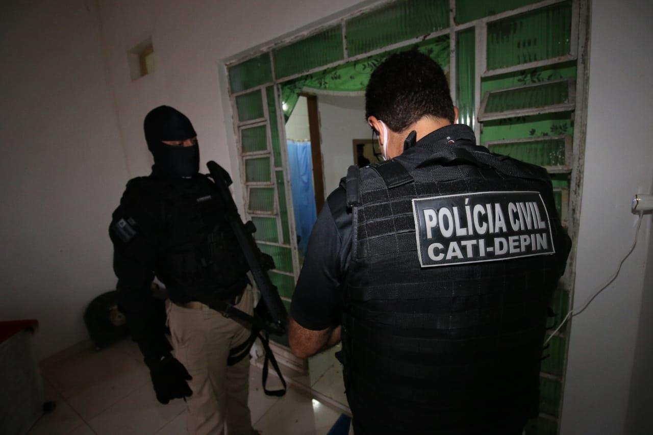 POLÍCIA DEFLAGRA OPERAÇÃO CONTRA FACÇÕES CRIMINOSAS EM 5 CIDADES BAIANAS